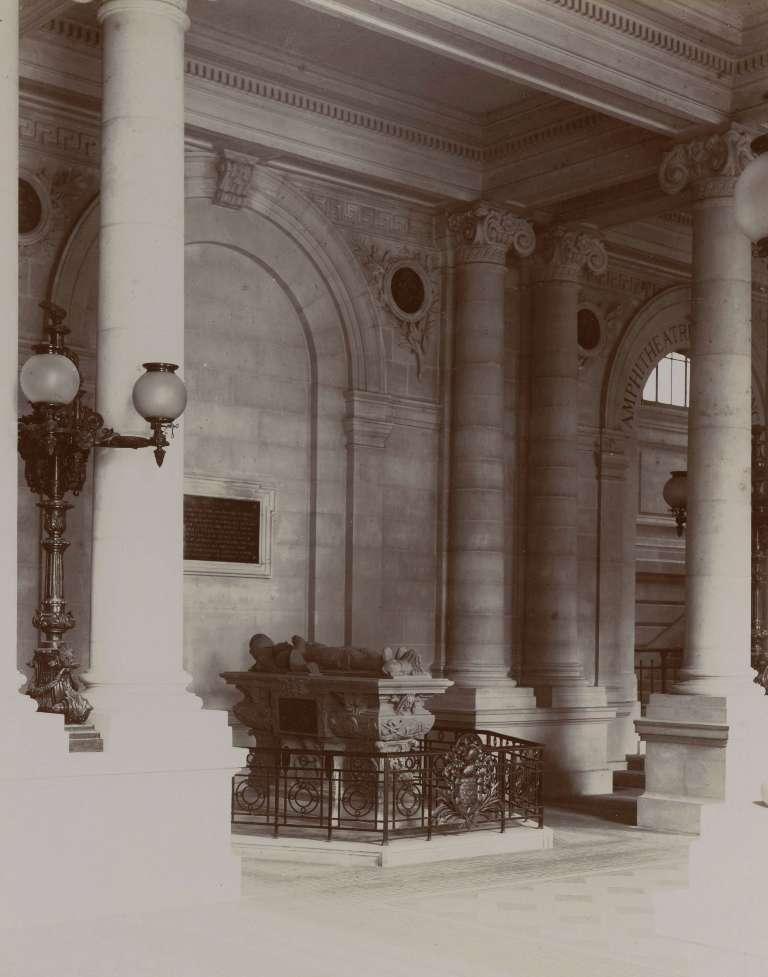 Hall de la faculté des sciences et des lettres , photographie de Jules Alphonse Terpereau, coll. musée d'Aquitaine