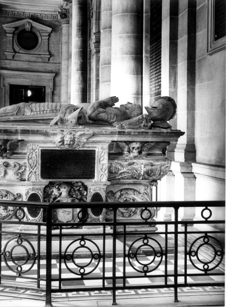 Vue du cénotaphe dans le hall de la Faculté des Sciences et des Lettres de BordeauxPhotographie de Jules-Alphonse Terpereau