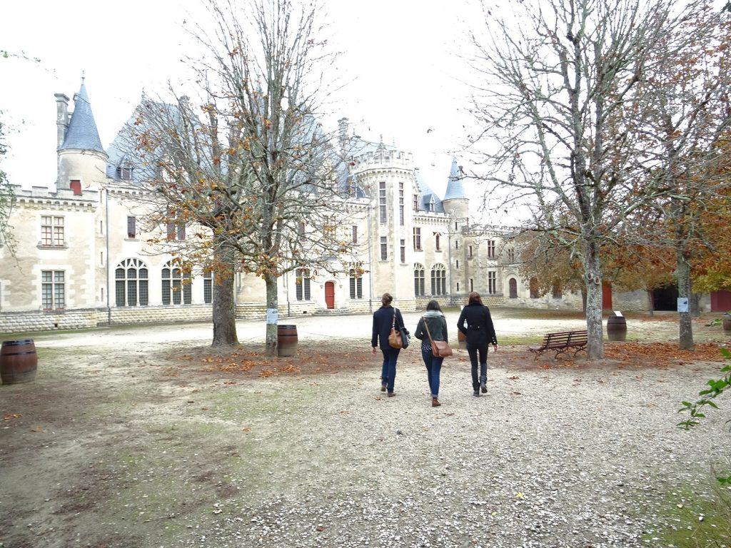 Vue du château au domaine de Montaigne