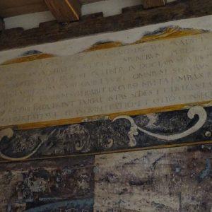 Inscription latine au mur du cabinet de travail de Montaigne