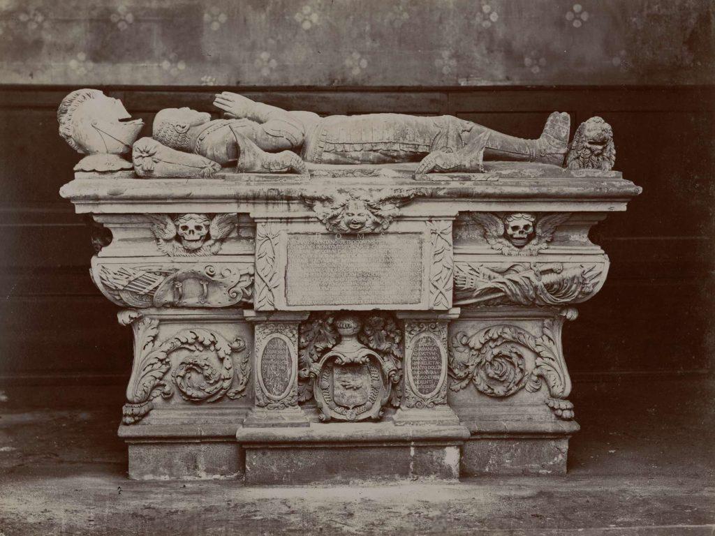 Le cénotaphe de Montaigne à la faculté des sciences et des lettres de Bordeaux, photo de Jules-Alphonse Terpereau