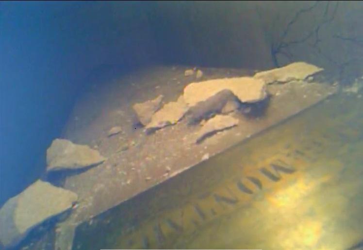 Le cercueil supposé de Montaigne vu par caméra filaire - octobre 2018
